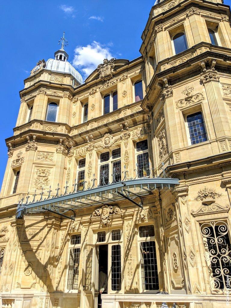Détails de la façade du Château de Monte-Cristo
