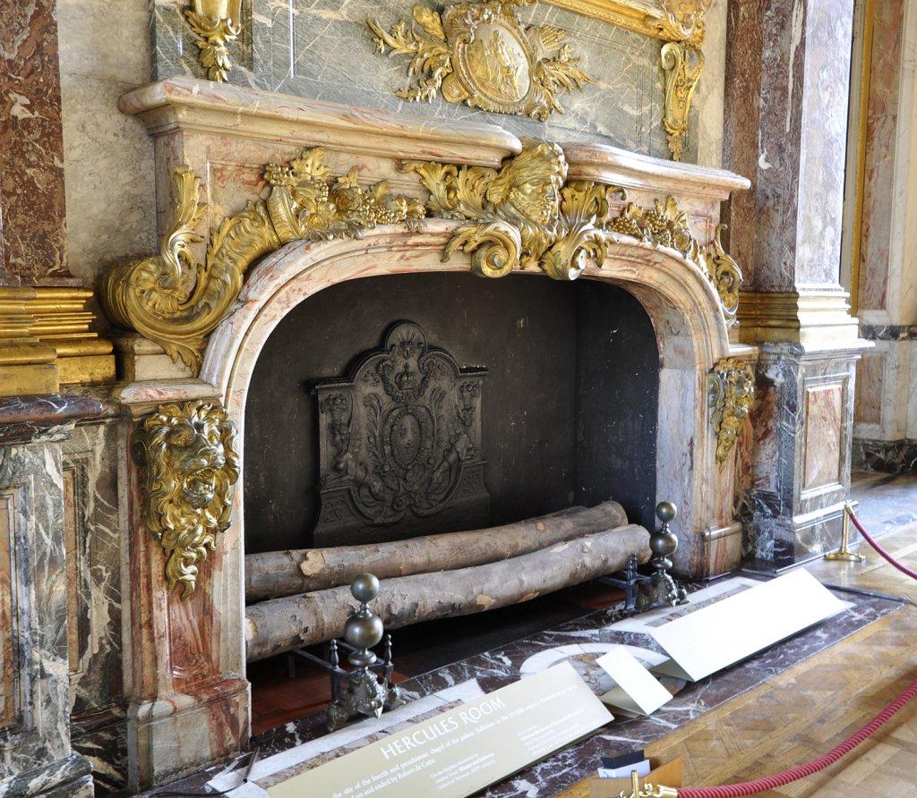 Cheminée du Salon d'Hercule au Château de Versailles